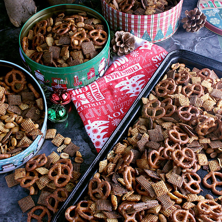 Chex Mix Christmas.Addicting Christmas Chex Mix