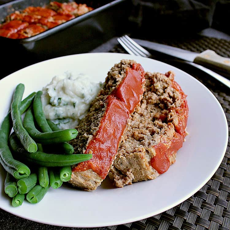 Plate with green beans, cauliflower mash and two slices of low carb meatloaf.